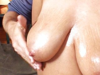 Hot MILF gets a nice load on her tits