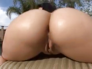 BIG ASS BOUNCING 1