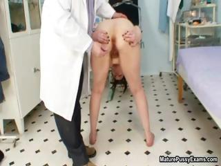 Thick old wife gets her tight ass examed