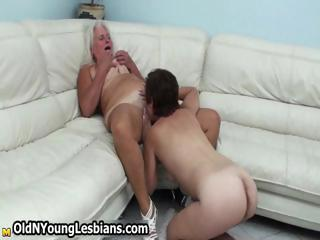Mature wife gets her experienced pussy
