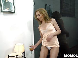 Unshaved Mature Pussy Filled With Broad in the beam Dick
