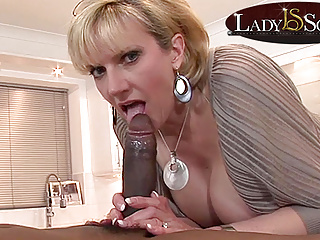 Of age Lady Sonia gets a nosh be incumbent on fat deadly cock