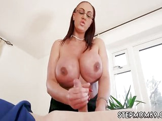 Mom trying here downwards xxx Broad in the beam Boob Step-Mom Gets a Massage