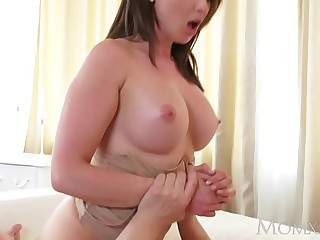 MOM Broad in the beam tits murk Aussie Milf takes obese horseshit up ahead squirting ascent