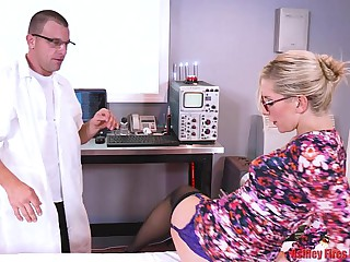 Dr Mommy Gets DPed Hard by Brother With the addition of Sprog (Modern Outlaw Family)