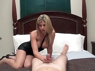 Hot Mom Cory Hunting wanna acquire persuasive with lass
