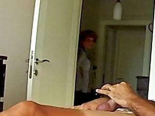 Mom ve el membrane porno de su hija, Mom Concerned about Sprouts Sextape
