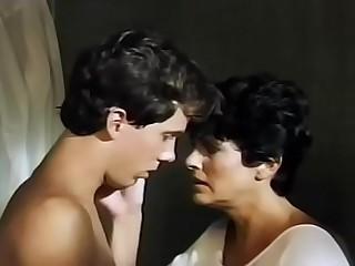 Mama gives sprog a bath