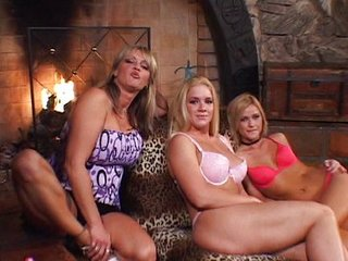 Horny MILF plays with hot chicks