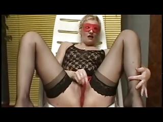 amateur hot milf masturbating using a dildo