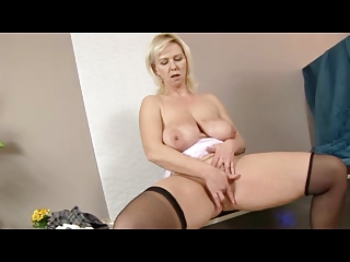 Busty Peaches Milf in Glasses and Stockings Fingers