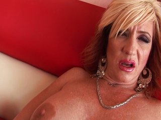 Hot MILF Brittany wants colour up rinse hard