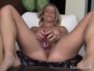 Blonde Skyla Toying Their way Pussy Added to Pest